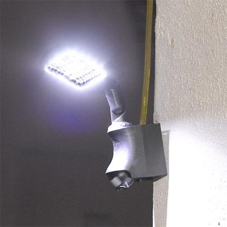 Farola solar de seguridad 45 leds con sensor de movimiento for Iluminacion para jardines energia solar