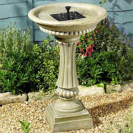 Fuente solar de jard n acabado piedra en resina resistente for Bebederos para aves jardin