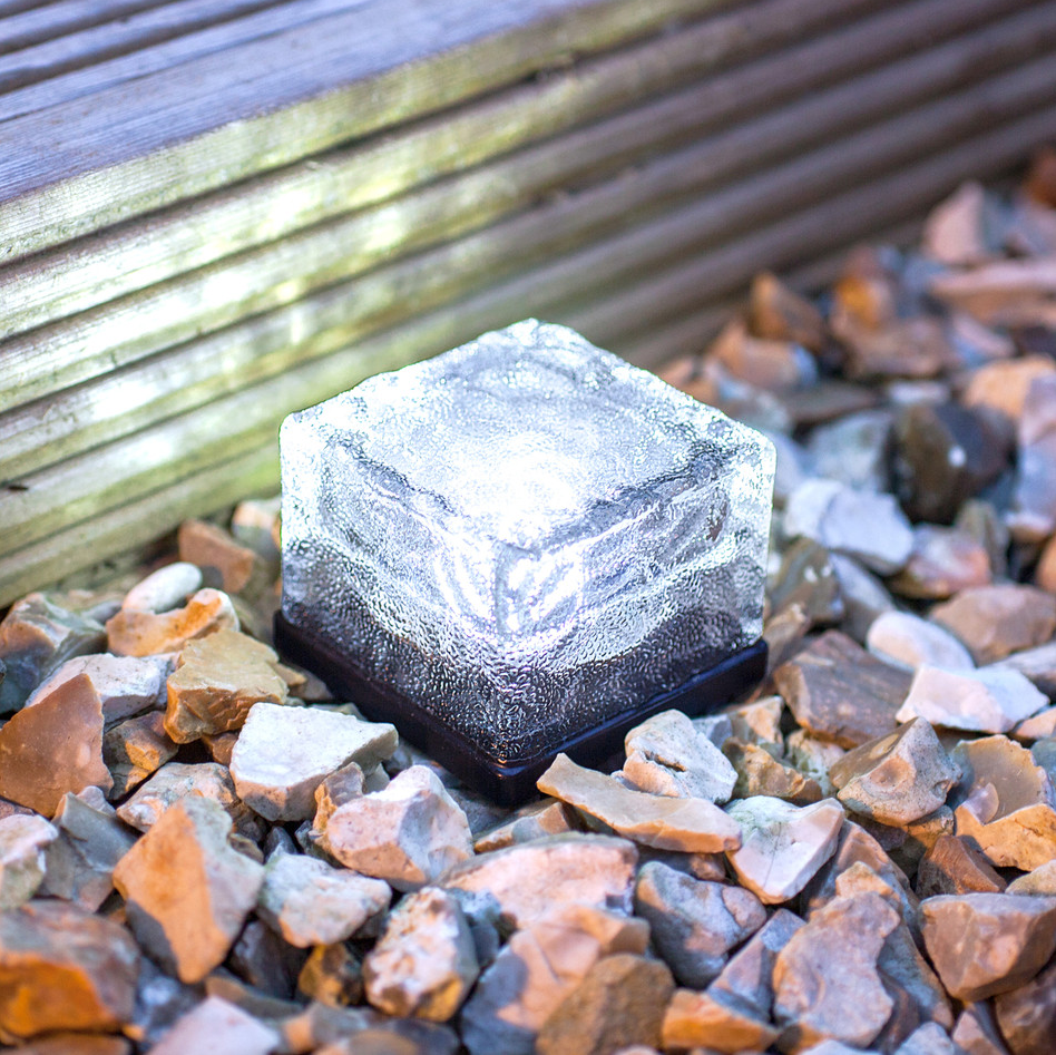 Piedra solar baliza de led para jard n caminos tfv solar for Balizas solares para jardin
