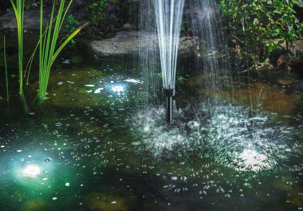Bomba solar de estanque con bater a y luz 1700l h tfv for Luz ultravioleta para estanques