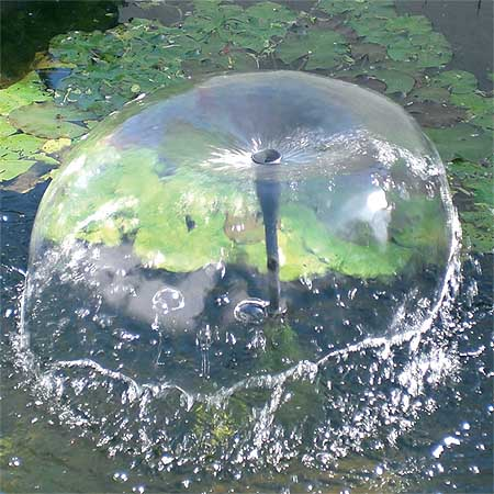 Fuente solar para estanque verona 10 w 600l h altura 130 cm for Bombas de agua para estanques de jardin
